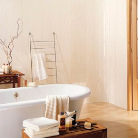 Отделка стен ванной ПВХ-панелями