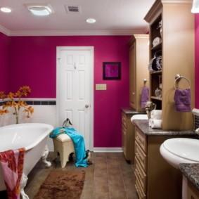 Красивая ванная комната для молодой девушки