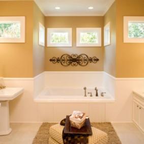 Ванна в нише стены в частном доме
