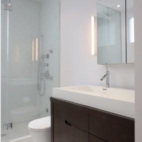 Место для унитаза в маленькой ванной