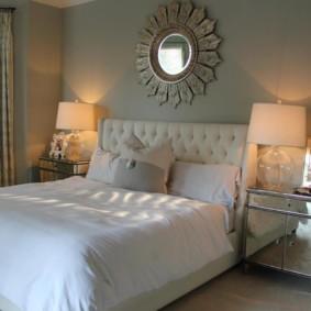 Круглое зеркало в спальне по фен-шуй