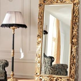 Позолоченная оправа напольного зеркала