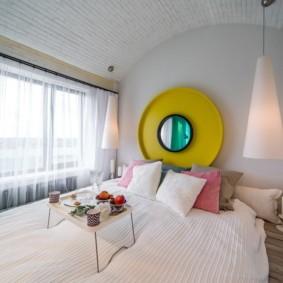 Желтый цвет в качестве акцента в интерьере спальни