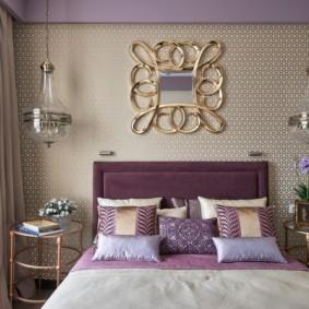 Маленькая спальня с широкой кроватью