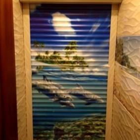 Фотопечать на морскую тематику в интерьере туалета