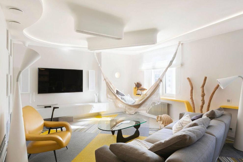 Гамак в белой гостиной современного стиля