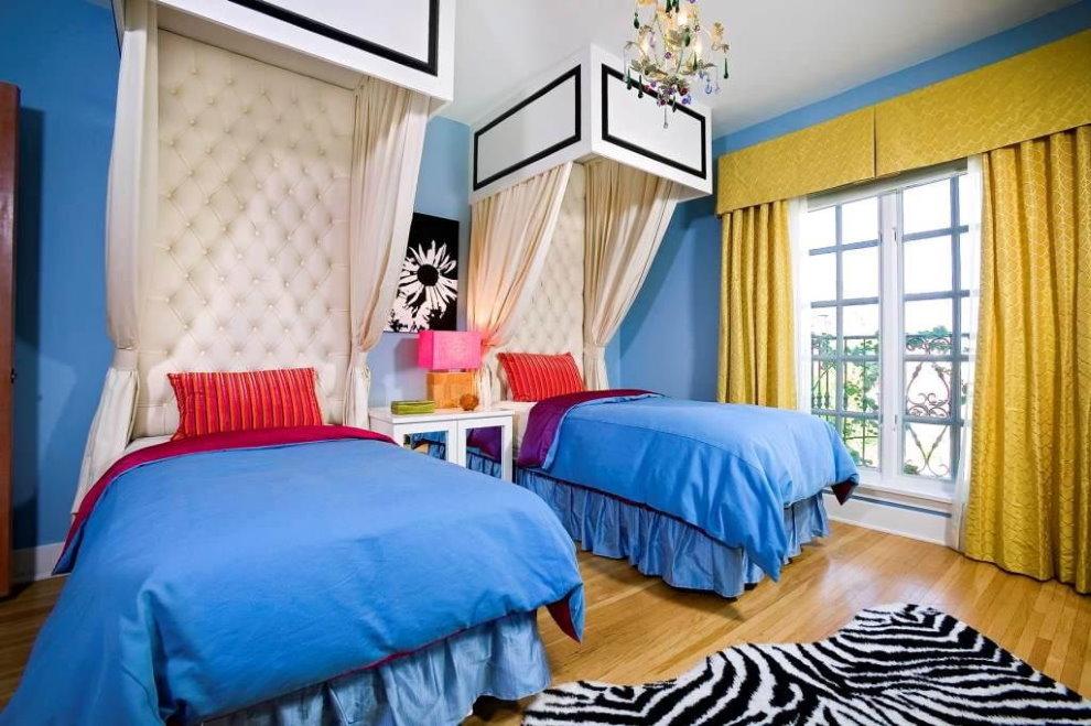 Голубые покрывала на детских кроватях