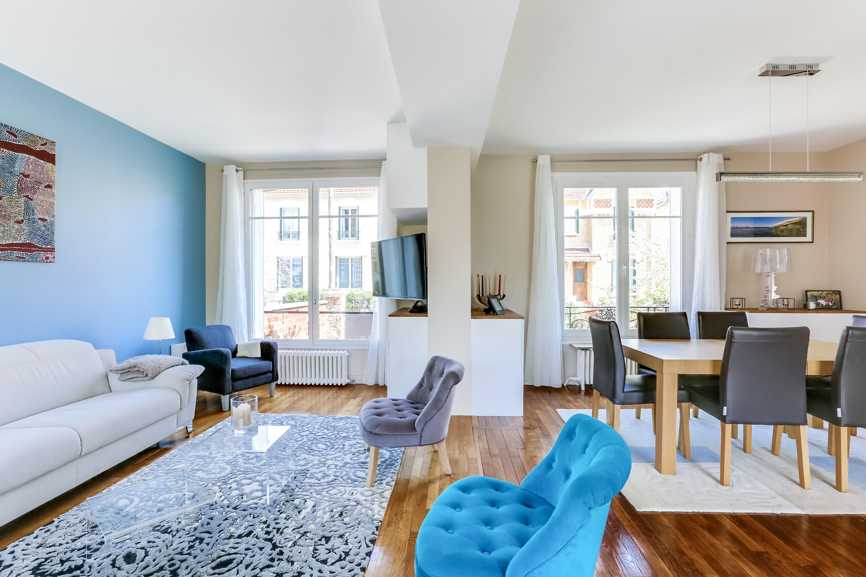 гостиная комната в голубых тонах фото идеи