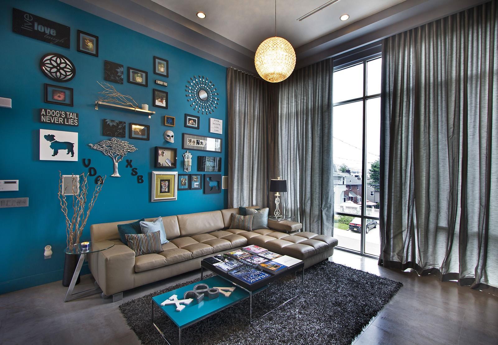 гостиная комната в голубых тонах лофт