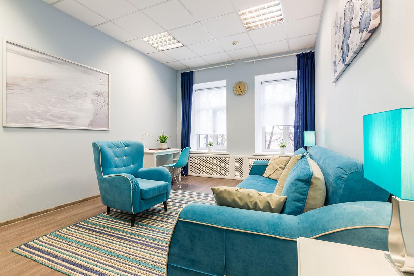 гостиная комната в голубых тонах
