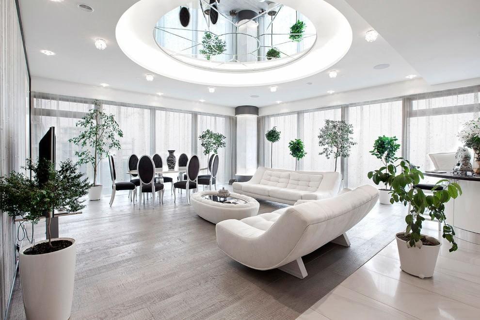 гостиная комната в светлых тонах потолок