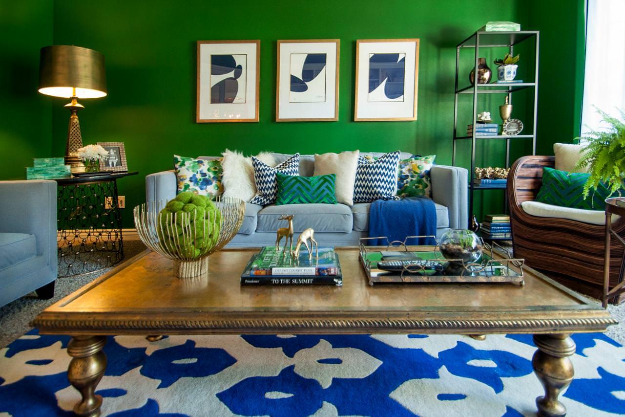 гостиная комната в зелёном цвете декор