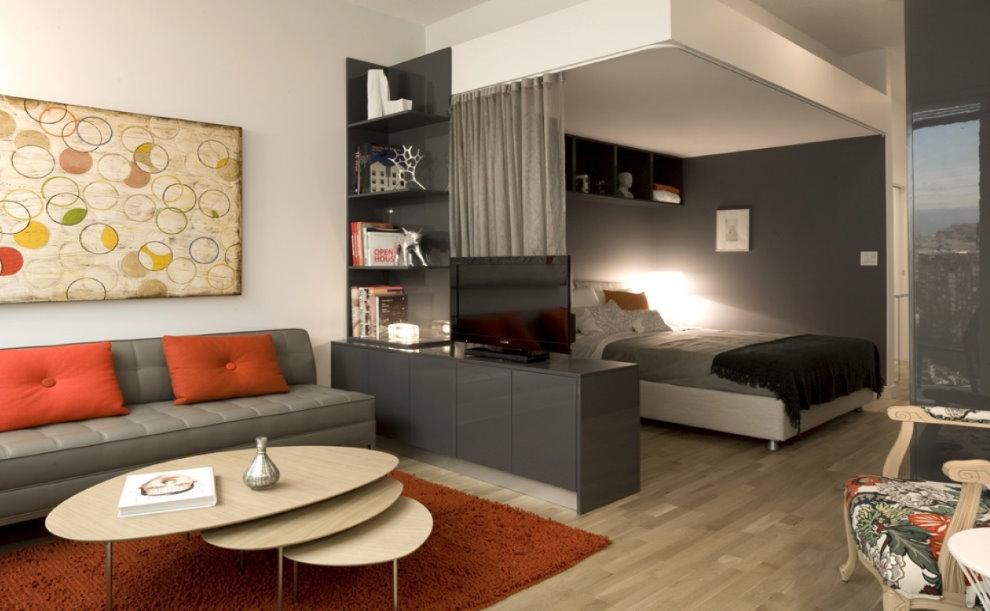 Интерьер гостиной с кроватью в квартире-студии