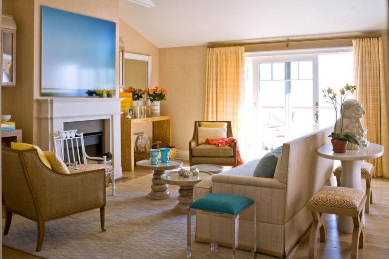 гостиная в американском стиле с камином