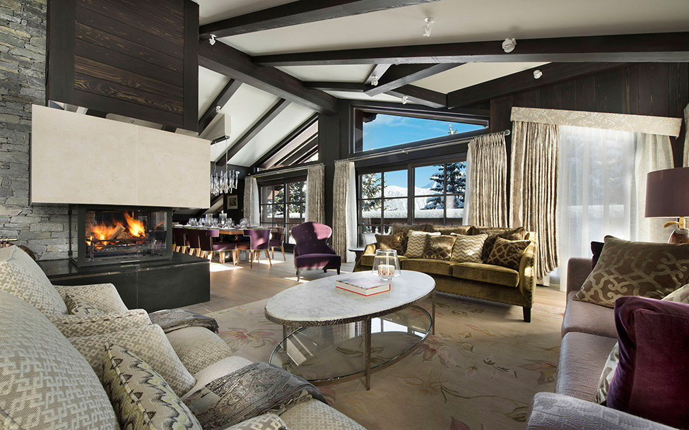 гостиная в стиле шале с камином