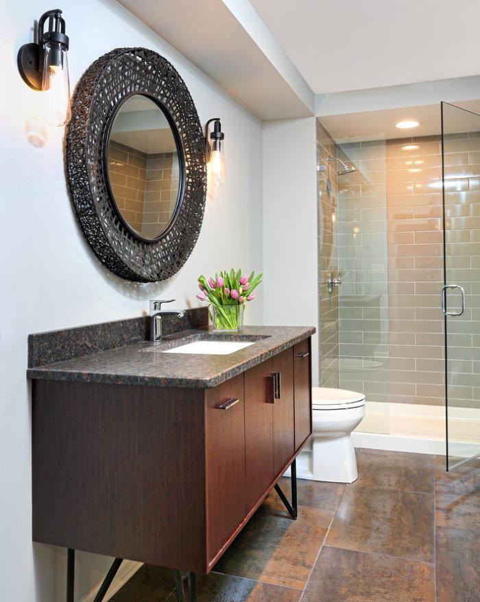 Гранитная столешница в ванной комнате современного стиля