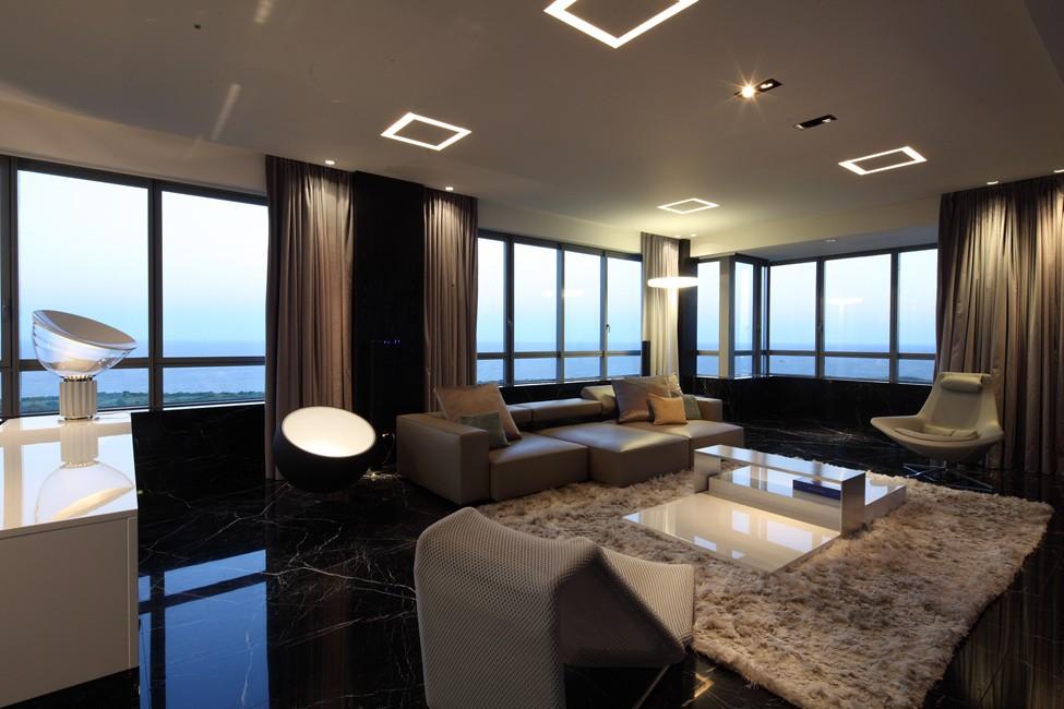 Панорамное остекление комнаты в стиле хай тек