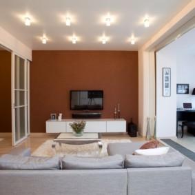 Проходная гостиная в двухкомнатной квартире
