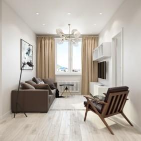 Коричневые шторы в комнате с белыми стенами