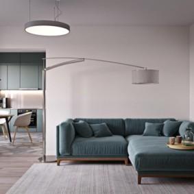 Напольный светильник в зоне отдыха с угловым диваном
