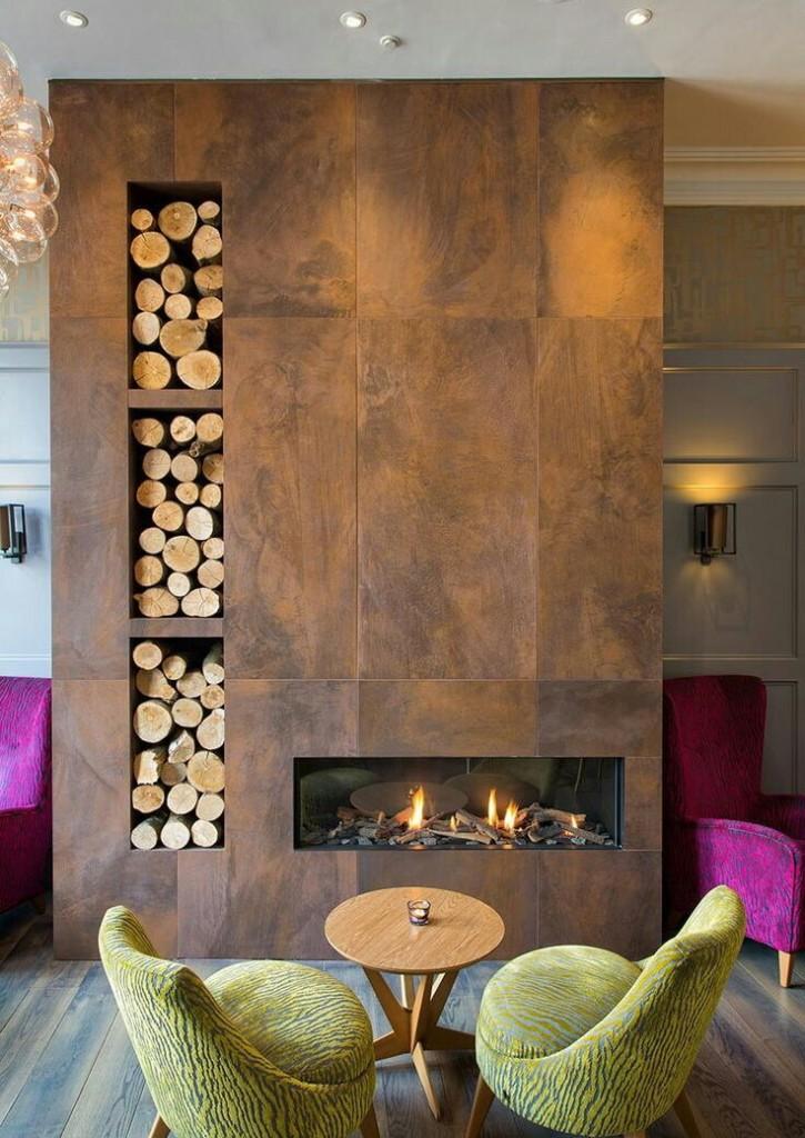 Пристенный камин в интерьере современной гостиной