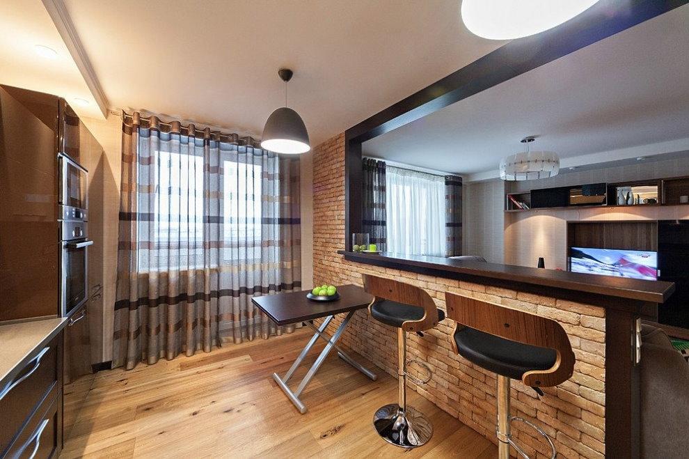 Кирпичная барная стойка в кухне-гостиной двушки