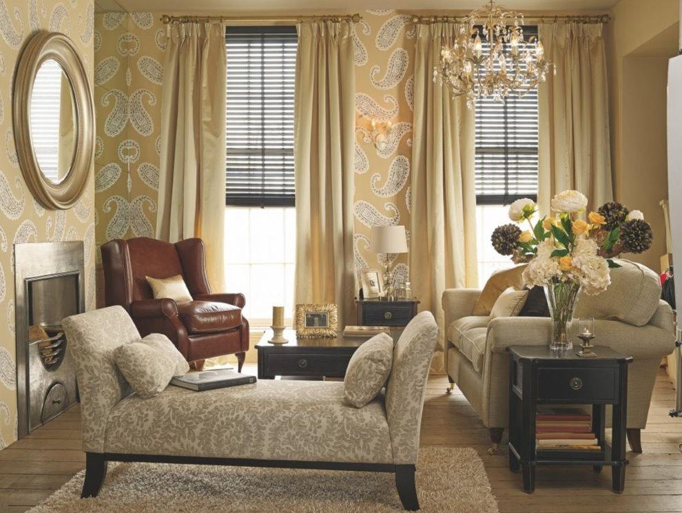 Бежевые шторы в гостиной с виниловыми обоями
