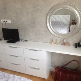 комод с зеркалом для спальни декор