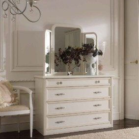 комод с зеркалом для спальни фото декор