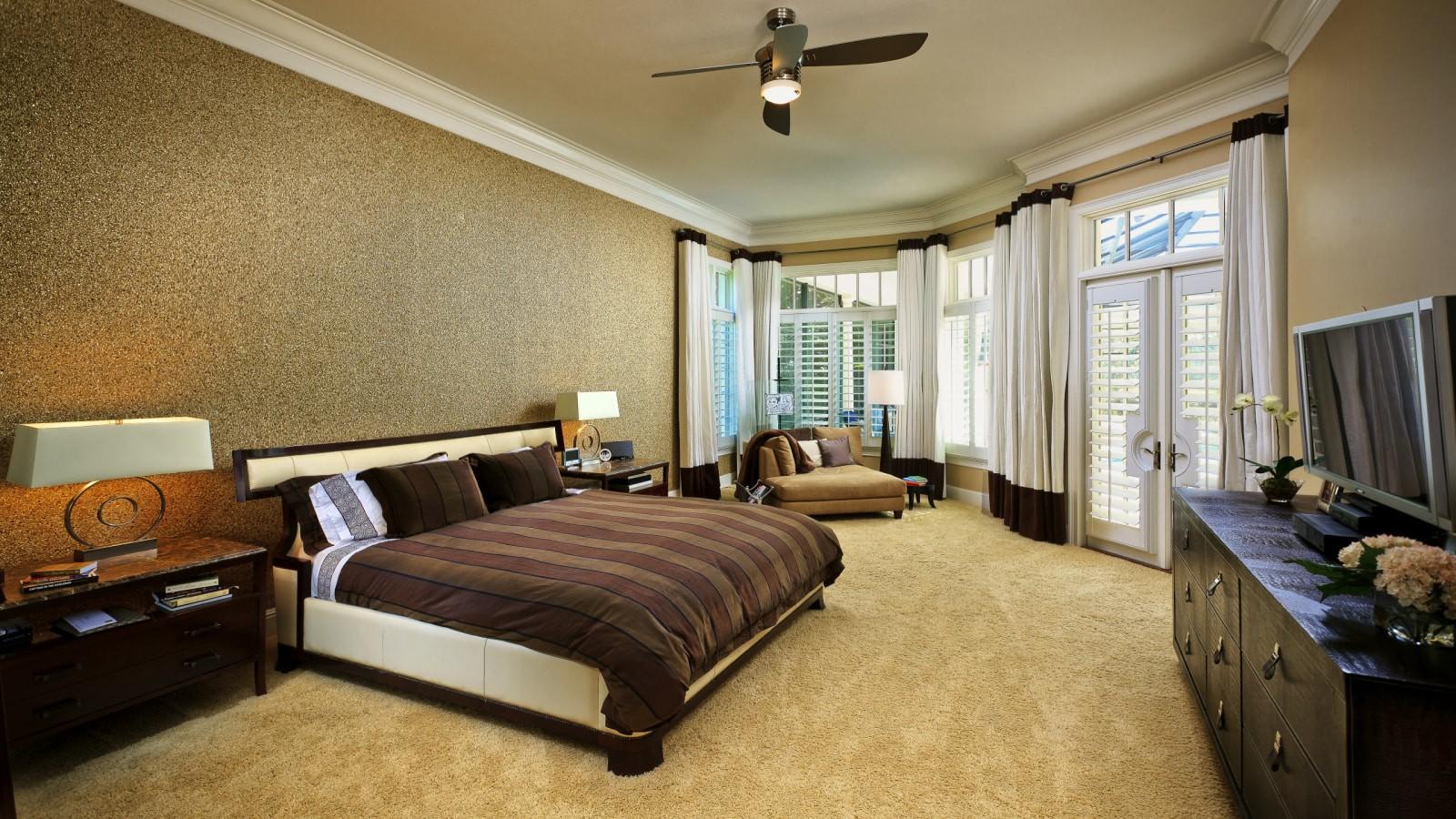 коричневые жидкие обои для интерьера спальни