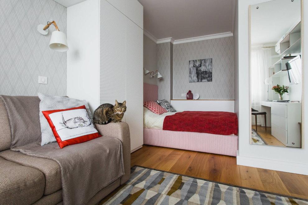 Удобное спальное место в нише квартиры-студии