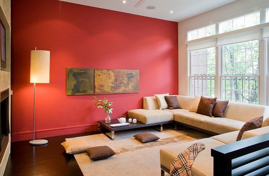 Красная стена в гостиной частного дома