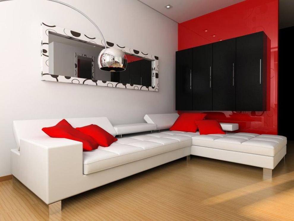 Белый диван в гостиной с красной стеной