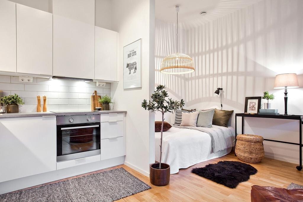 светлая мебель в квартире студии 30 кв м