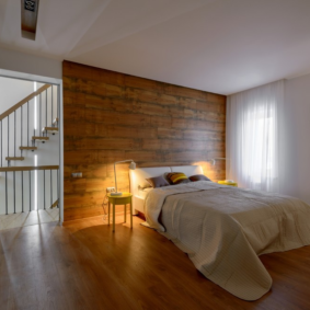 ламинат на стене в спальне фото вариантов