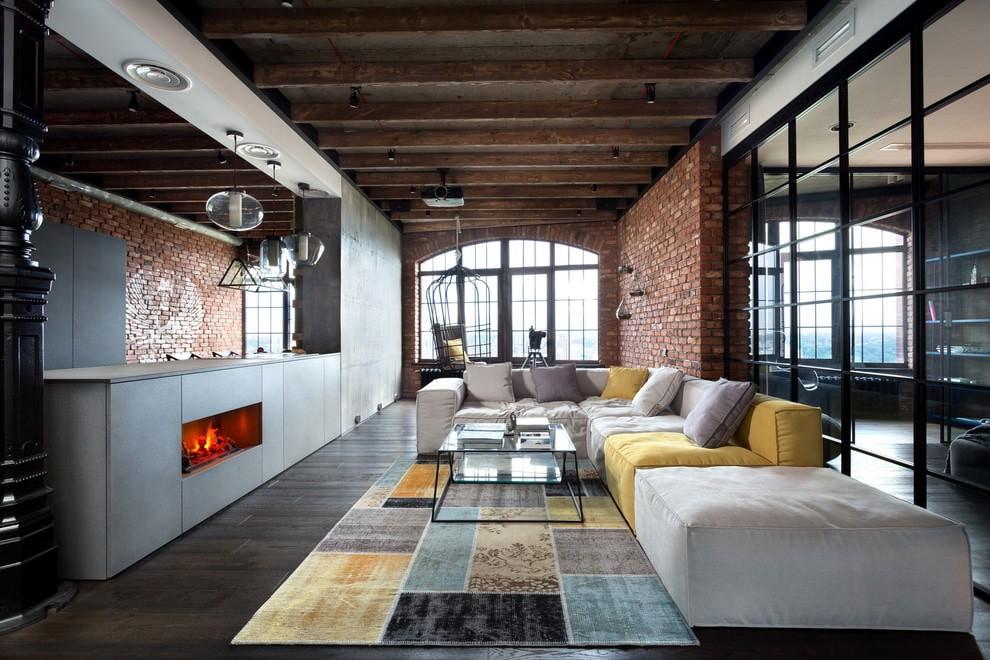 Дизайн гостиной частного дома в стиле лофт