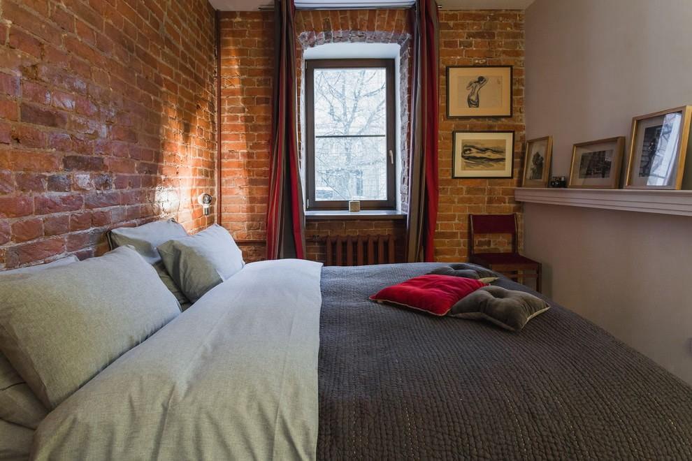 Компактная спальня в стиле лофта в квартире