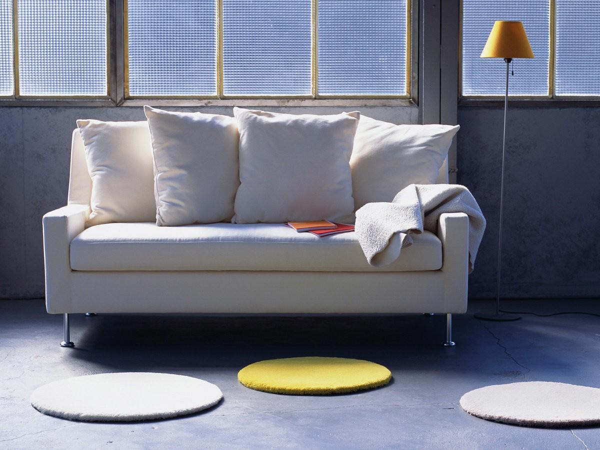 маленький диван в интерьере