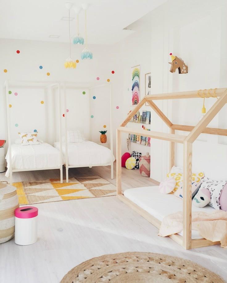 Игровой домик из дерева для маленьких детей