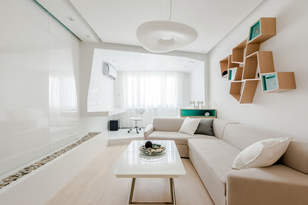 Оригинальные настенные полки в белой гостиной
