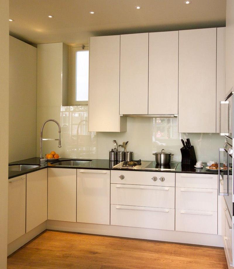 Кухонный гарнитур с фасадами без ручек