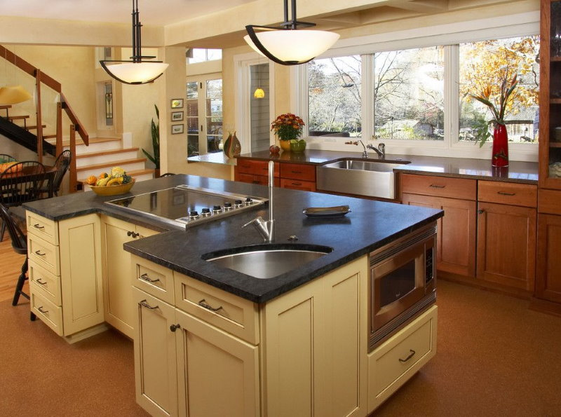 Угловая мойка в кухонном острове