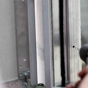 Высверливание отверстий для закрепления люка