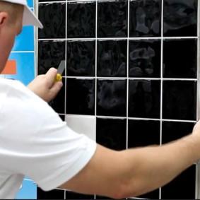 Прорезания герметика по периметру дверцы нажимного люка