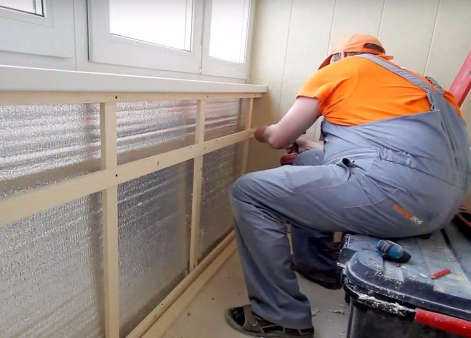 Установка своими руками деревянной обрешетки под панели на балконе