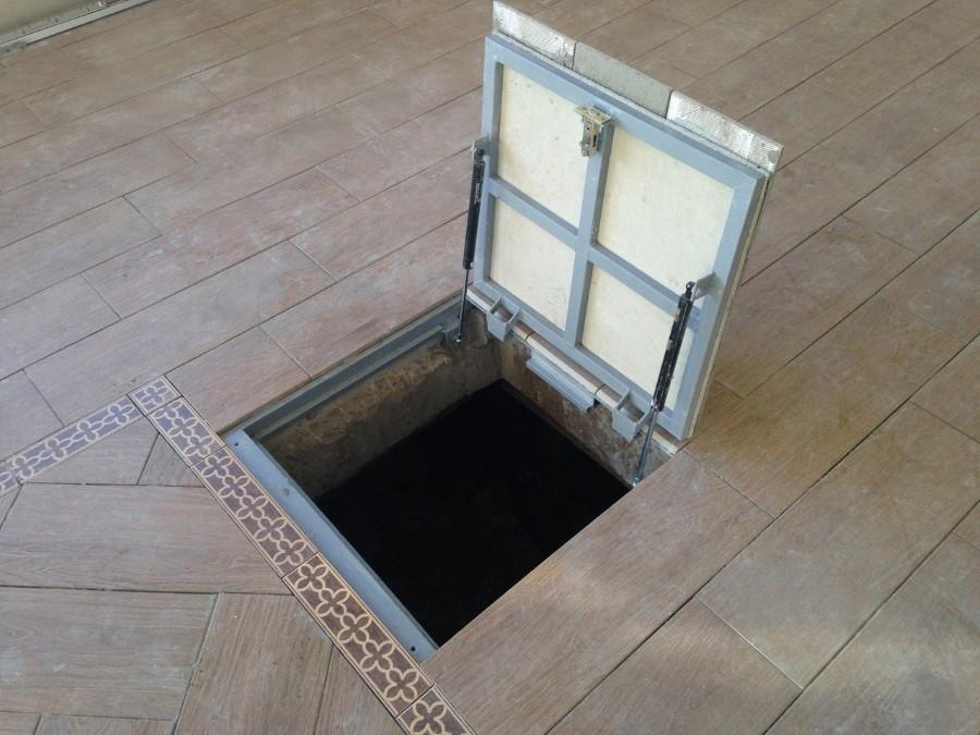 Стальной напольный люк в подвал частного дома