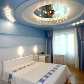 натяжные потолки в спальне фото интерьера