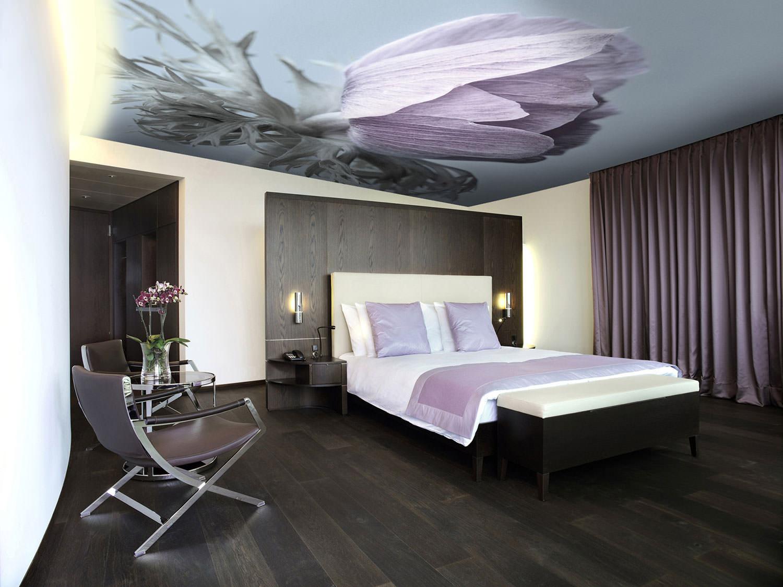 натяжные потолки в спальне с фотопечатью