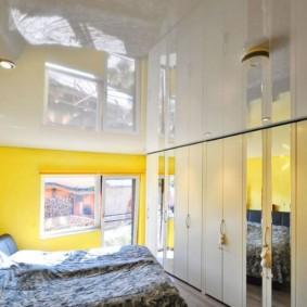 натяжные потолки в спальне фото вариантов