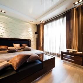 натяжные потолки в спальне обзор